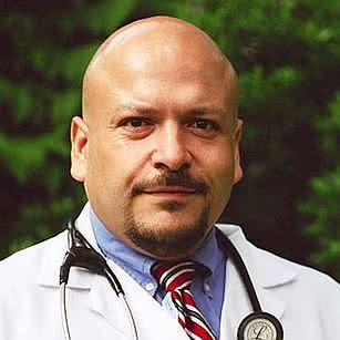 Front-facing photo of Dr. Jaime Quezada, Harper Alum and Medical Practitioner